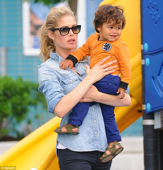 doutzen_kroes_with son