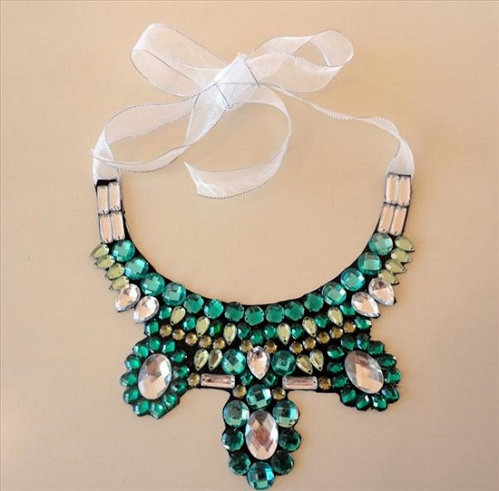 diy-collar-necklace-pattern-ribbon-glueing-rhinestones